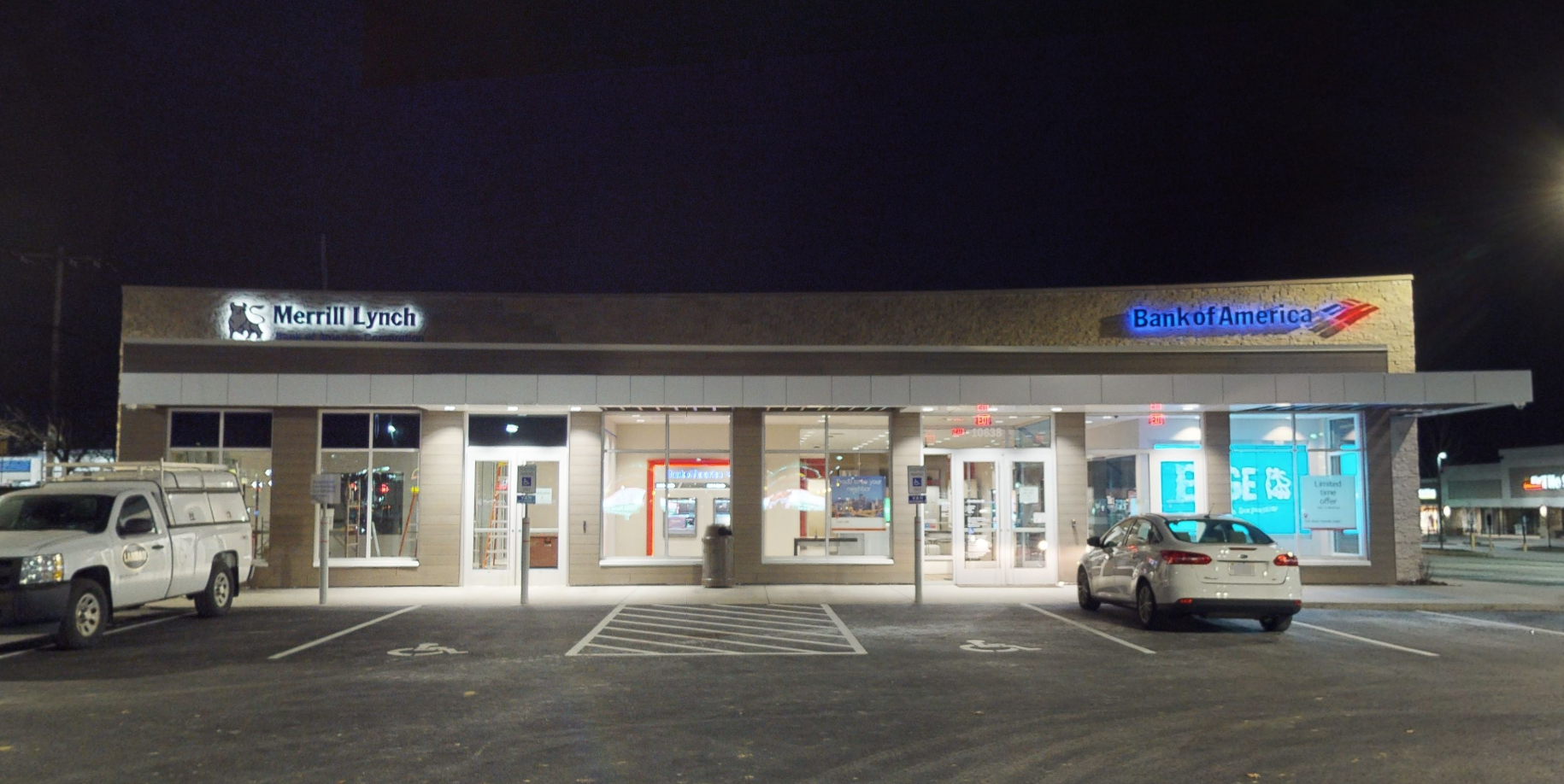 Bank of America financial center with drive-thru ATM | 10638 Perry Hwy, Wexford, PA 15090