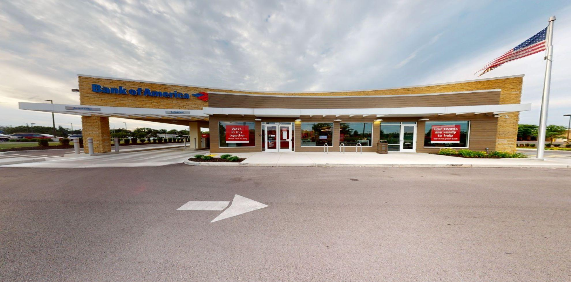 Bank of America financial center with drive-thru ATM | 1650 Morse Rd, Columbus, OH 43229