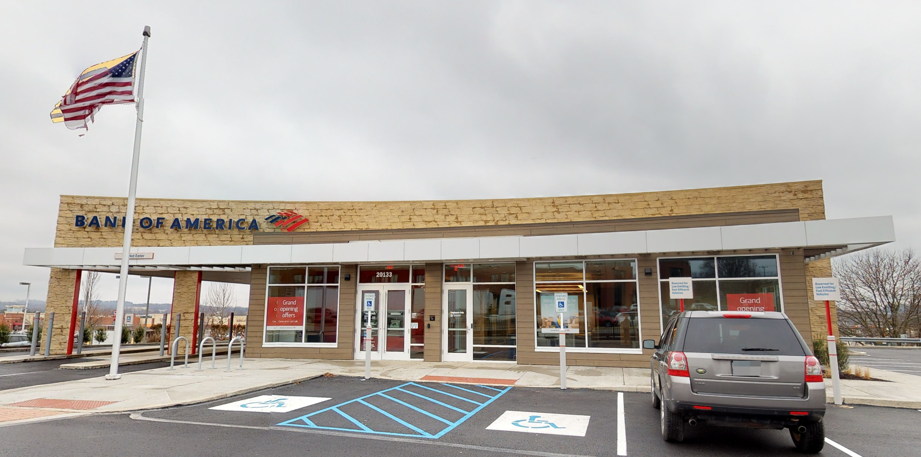 Bank of America financial center with drive-thru ATM | 20133 Route 19, Cranberry Township, PA 16066