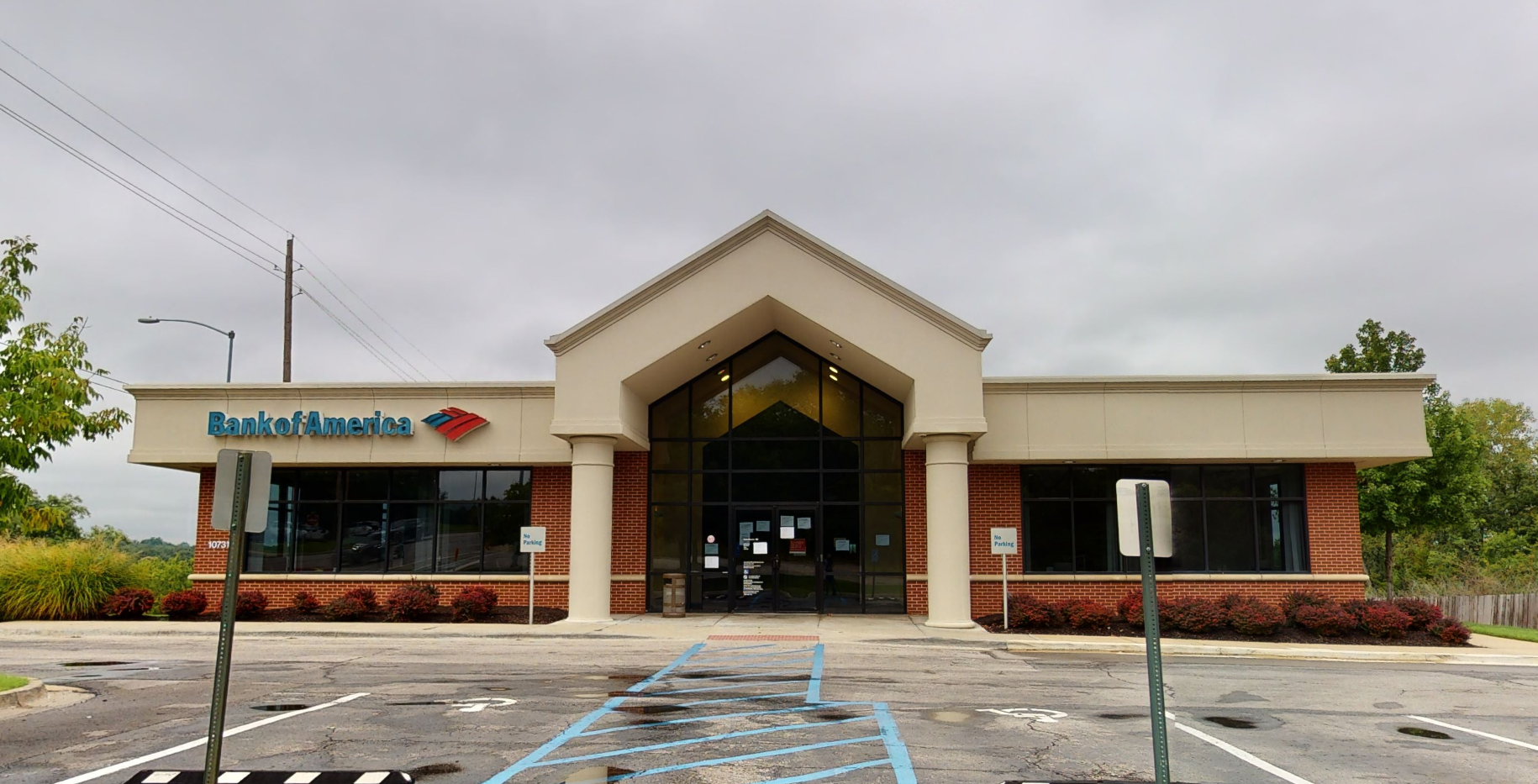 Bank of America financial center with drive-thru ATM   10731 State Line Rd, Kansas City, MO 64114