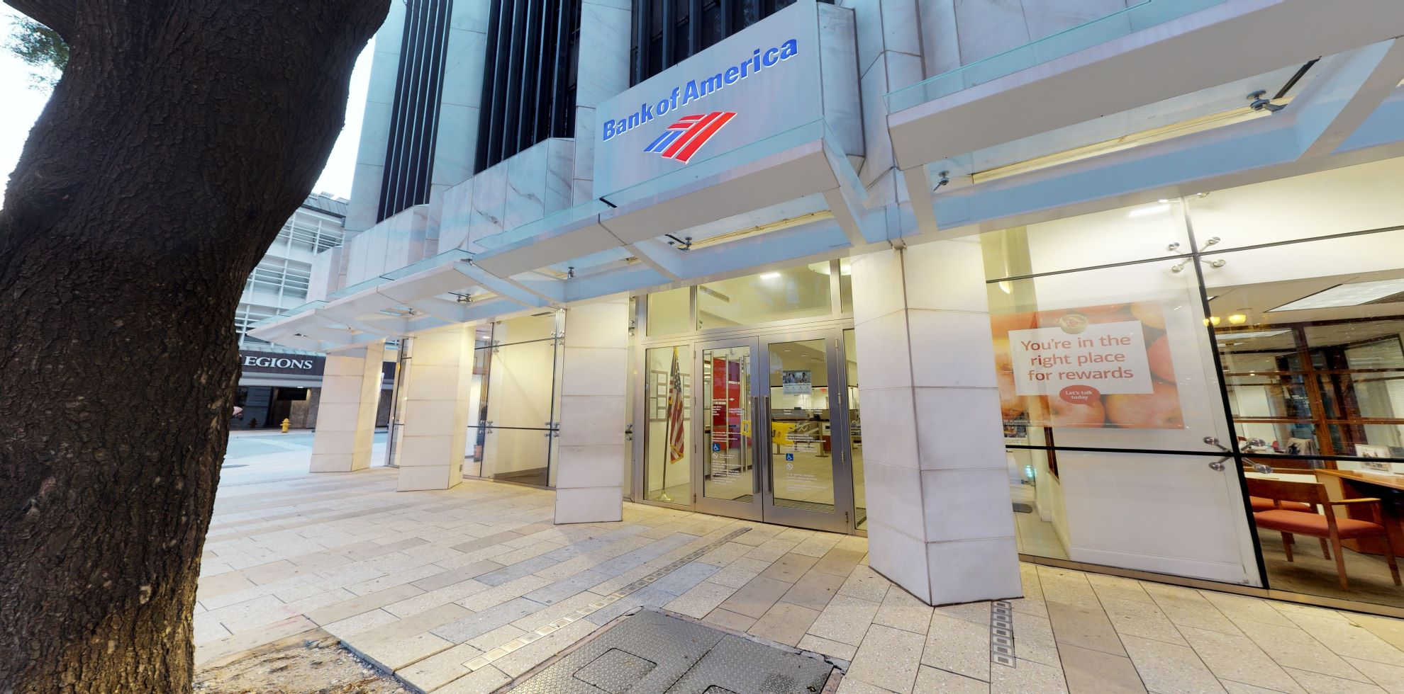 Bank of America financial center with walk-up ATM | 1 SE 3rd Ave, Miami, FL 33131
