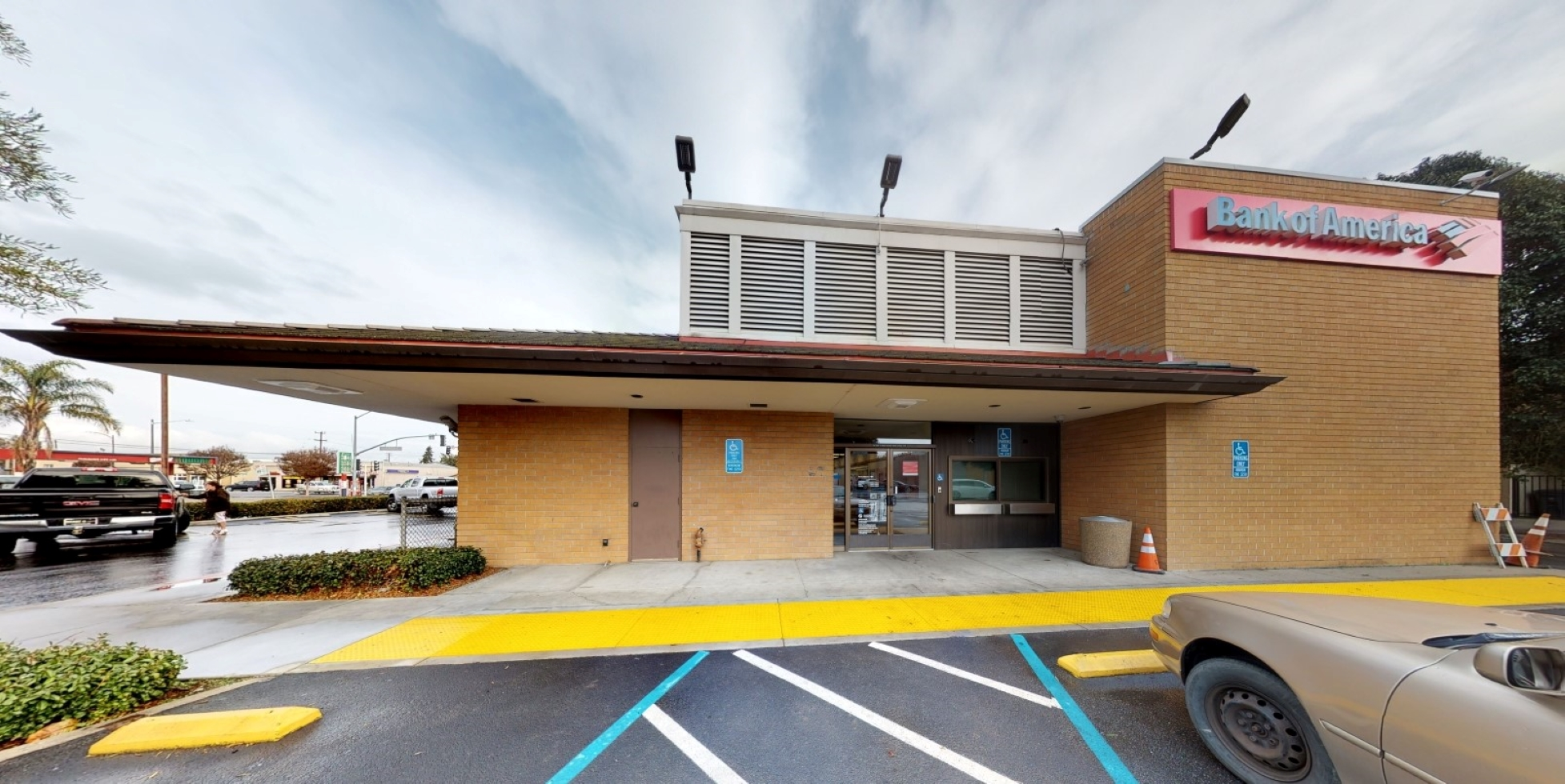 Bank of America financial center with walk-up ATM | 320 San Benito St, Hollister, CA 95023