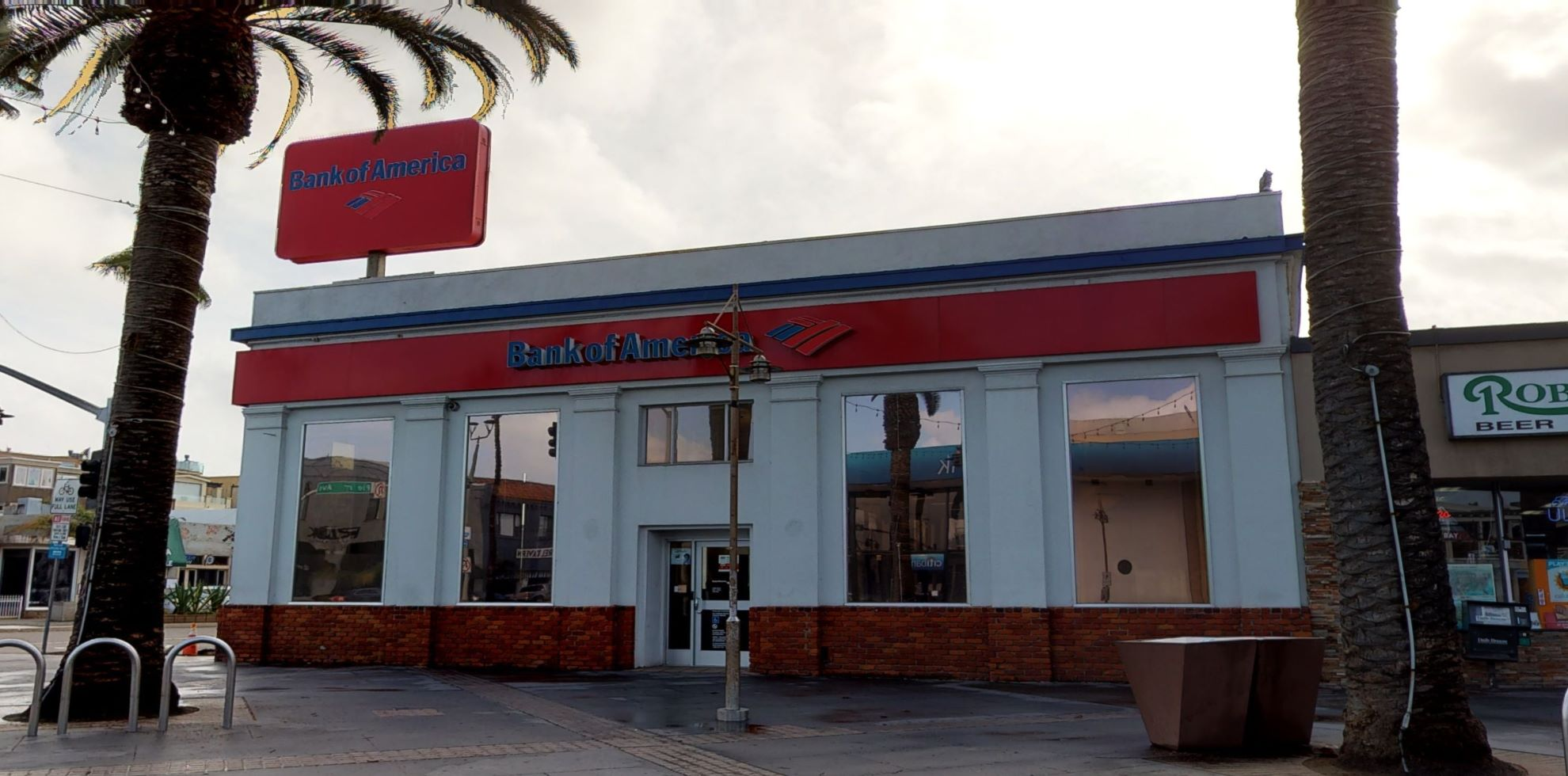 Bank of America financial center with walk-up ATM   90 Pier Ave, Hermosa Beach, CA 90254
