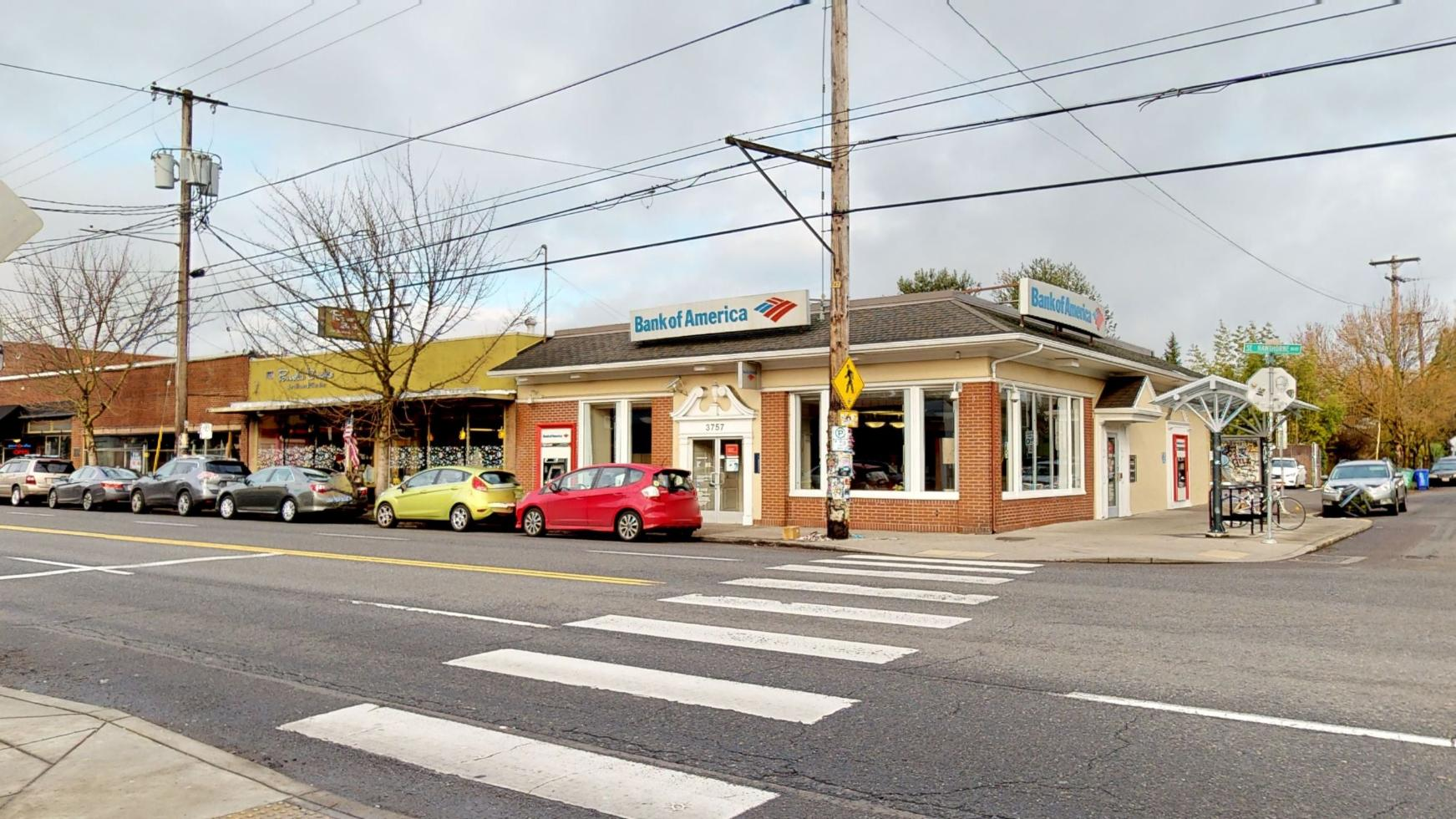 Bank of America financial center with walk-up ATM | 3757 SE Hawthorne Blvd, Portland, OR 97214