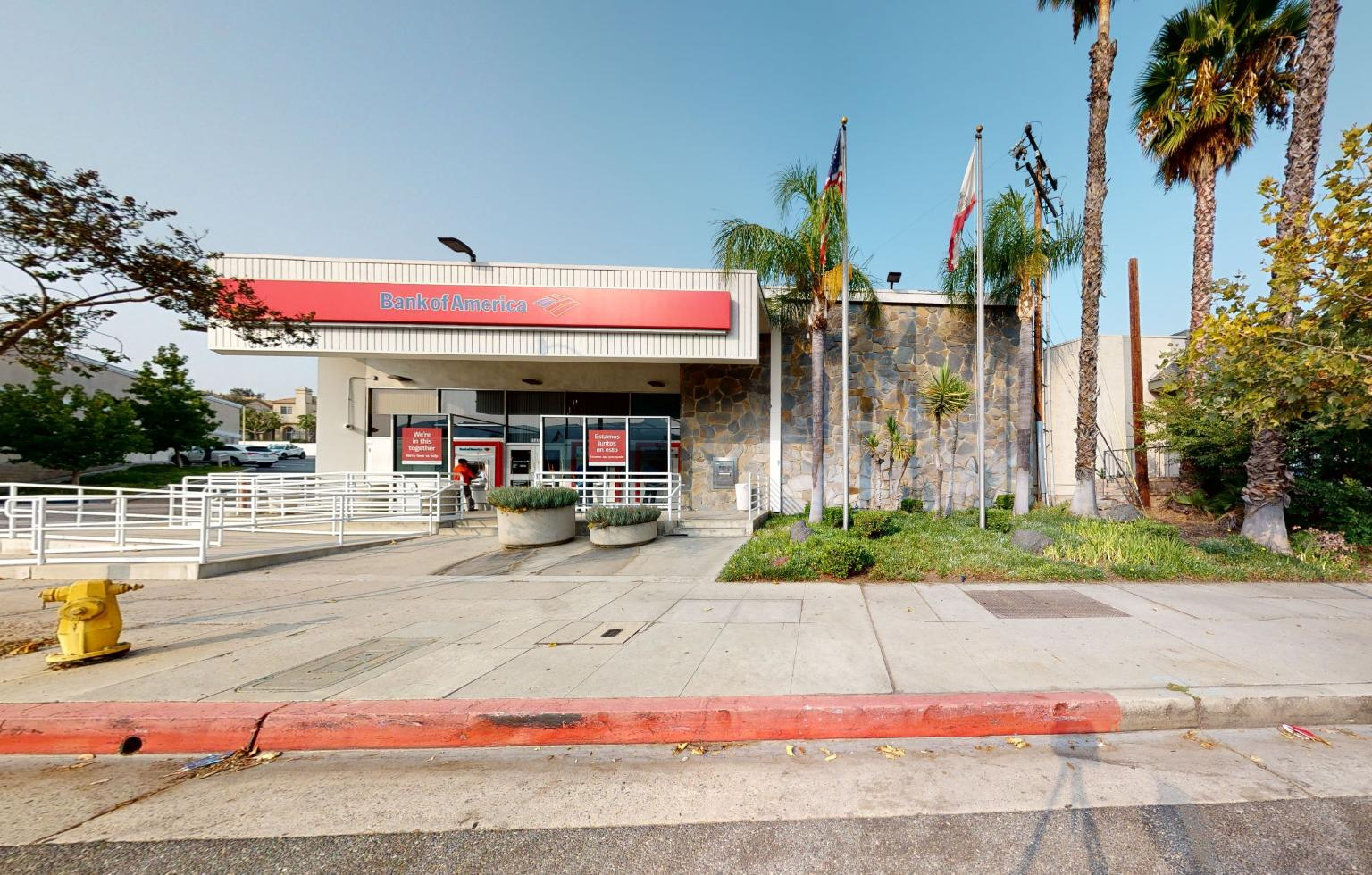 Bank of America financial center with walk-up ATM   3141 Foothill Blvd, La Crescenta, CA 91214