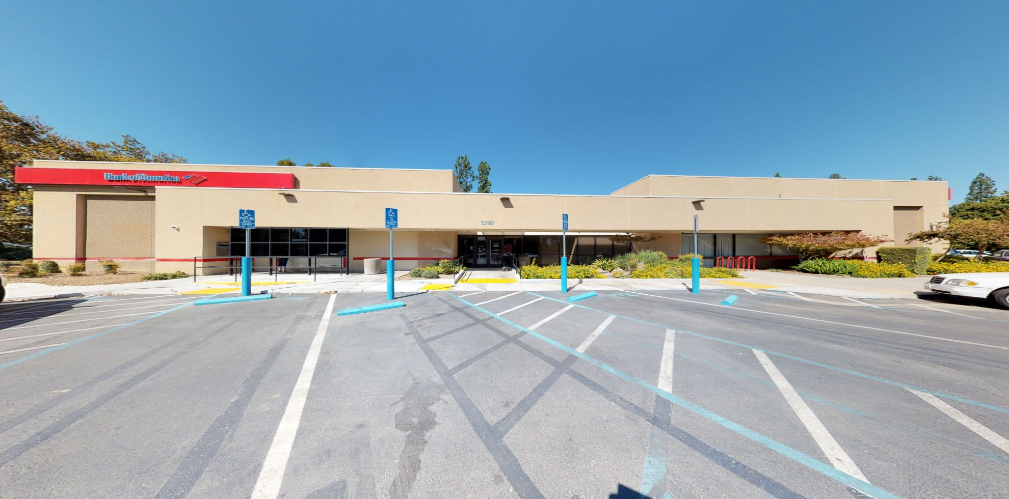Bank of America financial center with walk-up ATM | 5292 N Palm Ave, Fresno, CA 93704