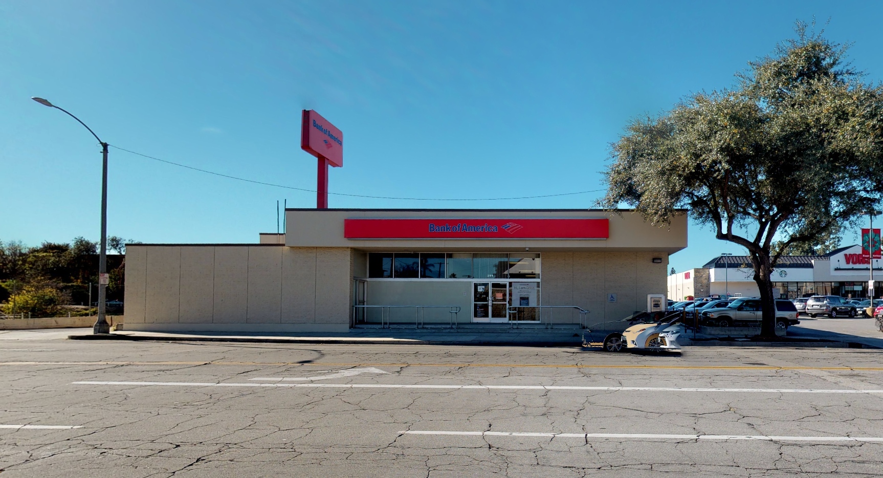 Bank of America financial center with walk-up ATM | 255 N Pass Ave, Burbank, CA 91505