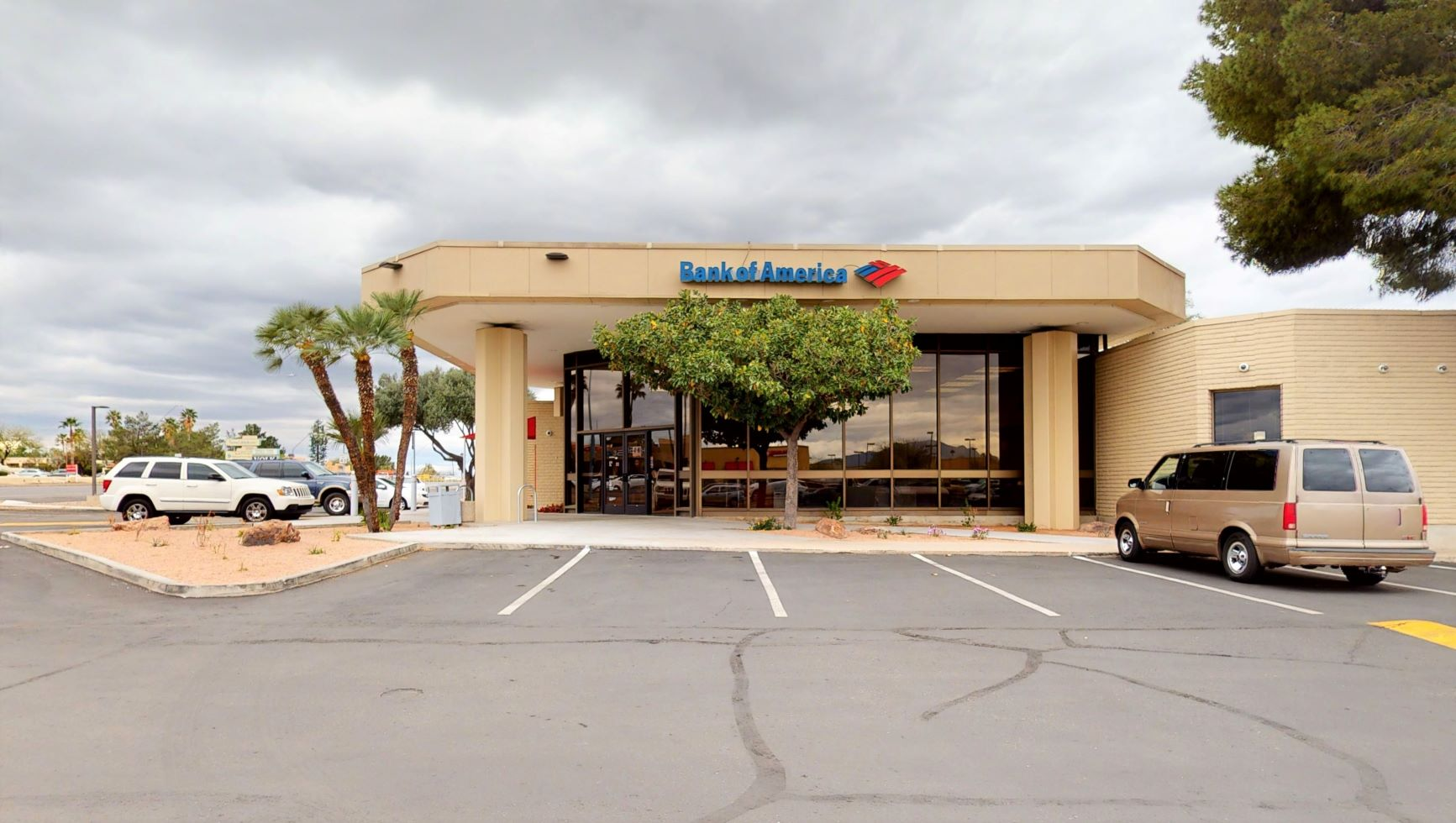 Bank of America financial center with drive-thru ATM | 7077 E Tanque Verde Rd, Tucson, AZ 85715