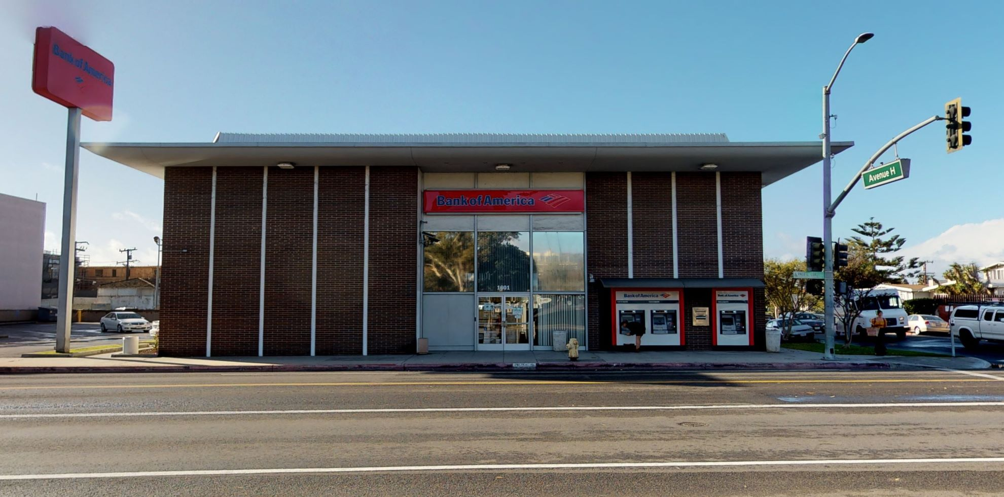 Bank of America financial center with walk-up ATM   1601 S Pacific Coast Hwy, Redondo Beach, CA 90277