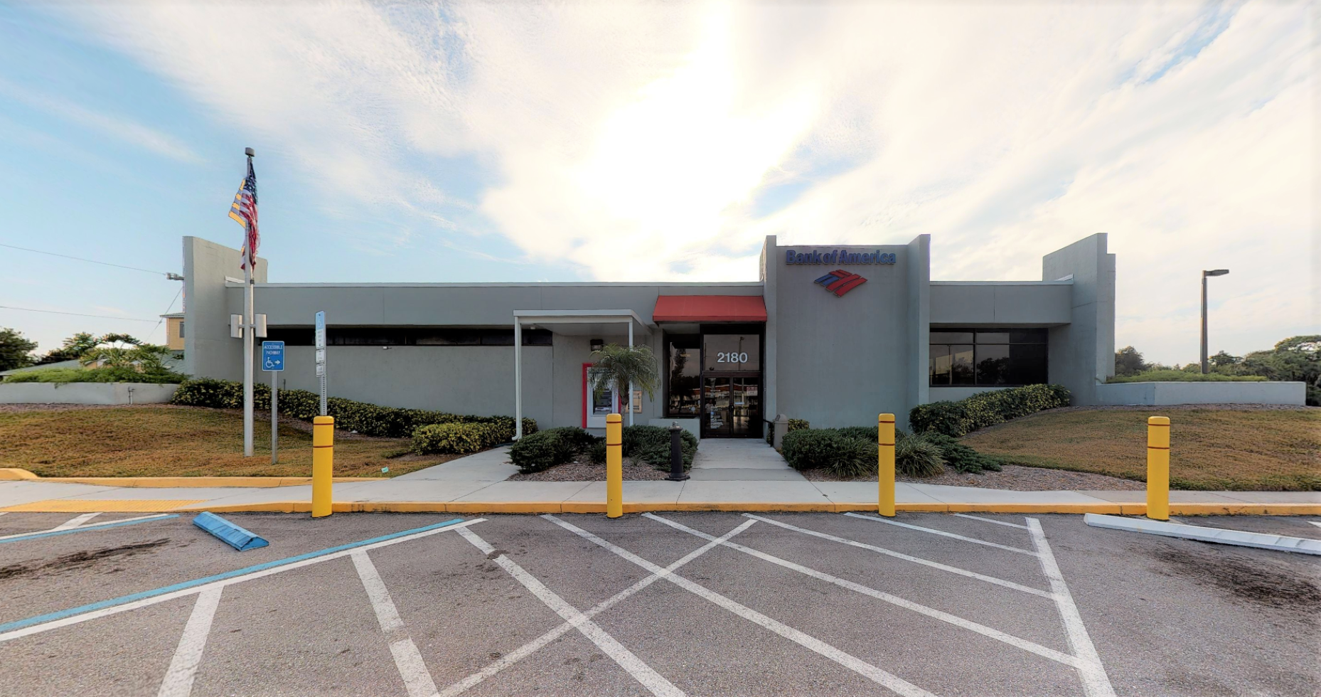 Bank of America financial center with drive-thru ATM | 2180 S Tamiami Trl, Venice, FL 34293